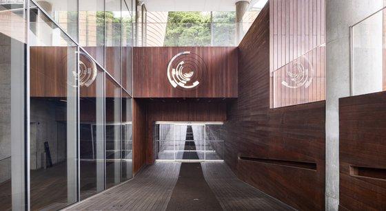 서울 삼성미술관 리움 입구. 전면에 이번에 새로 리뉴얼한 미술관 로고가 보인다. 사진 리움 홈페이지