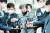 전자발찌를 끊고 여성 2명을 살해한 혐의를 받는 강윤성이 지난달 7일 서울 송파경찰서에서 검찰로 송치되고 있다. 뉴스1