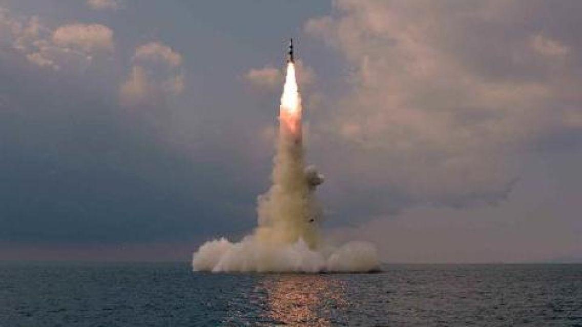 """실전 잠수함서 SLBM 쐈다 """"北, 핵 장착땐 게임체인저"""""""