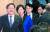 25일 오전 유은혜 교육부 장관(왼쪽에서 둘째)과 김태년 민주당 정책위의장(왼쪽) 등이 유치원 대책을 발표하러 회견장에 들어서고 있다. [변선구 기자]