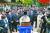 이철우 경북도지사가 26일 박정희 전 대통령 제39주기 추도식에서 추도사를 하던 중 눈물을 흘리자 추도객 일부도 함께 따라 울었다. [연합뉴스]