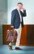 김두식 회장은 블루와 브라운 계열을 배색하는 '아주로 에 마로네'를 스타일 첫 번째 법칙으로 제안했다. 네이비 재킷에 구두·타이·벨트·가방 등을 매치하는 게 기본이다.