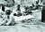 『대변동』이 다룬 위기는 결국 두 가지다. 전쟁과 국내 분열이다. 저자의 결론은, 국가 정체성에 기반을 둔 선택적 변화를 추구한 국가들은 내우외환(內憂外患) 극복에 성공했다는 것이다. 히로시마 원자폭탄 투하(1945년 8월 6일)로 부상한 민간인들이 거리에서 치료를 기다리고 있다. [사진 오스트레일리아 전쟁기념관]
