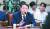 청와대는 위증과 변호사법 위반 논란에 휩싸인 윤석열 검찰총장 후보자(왼쪽)에 대해 임명을 강행할 것으로 보인다. [임현동 기자]