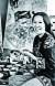 천경자는 수많은 자화상을 그렸고 자전적인 이야기를 그림으로 풀어나갔다. 그는 손수 지은 집밥을 주변 사람들과 함께 즐겼다. [중앙포토]