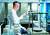 강남 연세사랑병원 고용곤 병원장이 세포치료연구소에서 무릎 연골을 되살려주는 줄기세포 연구를 하고 있다. 전민규 기자