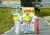 27일 국내에서 9번째 아프리카돼지열병 확진 판정을 받은 인천 강화군 하점면의 한 농장에서 방역 관계자들이 현장을 통제하고 있다. 강화군에서는 3만 8000여 마리가 살처분된다. [뉴스1]