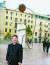 바르셀로나의 람블라스 거리 골목 안 '조지 오웰 광장'과 박보균 대기자.
