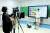 온라인수업이 질적으로 향상된다 하더라도 오프라인수업을 대체할 수 없는 부분이 있다. 사진은 세종학당의 온라인강좌 촬영 모습. [연합뉴스]