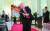 도널드 트럼프 미국 대통령이 2일(현지시간) 백악관에서 열린 중소기업제품 전시회에 참석해 야구 방망이를 휘두르고 있다. [로이터=연합뉴스]