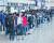 같은 날 오전 서울 김포공항 국내선 청사는 연휴를 맞아 제주도 등으로 향하는 여행객들로 북적였다. 제주도는 이번 연휴 동안 지난 추석 연휴 기간에 맞먹는 하루 3만 명 이상이 제주를 찾을 것으로 예측했다. [뉴스1]