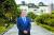 안병우 이사장이 덕성여대 종로캠퍼스 내 운현궁 양관 앞에 섰다. 양관은 1984년까지 덕성여대 본 캠퍼스로 활용됐다. 김경빈 기자