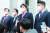 """권성동 국민의힘 라임·옵티머스 게이트 특위 위원장(왼쪽 셋째) 등이 대검 을 방문해 '검찰총장 직속 특별수사팀이 필요하다""""고 말했다. [뉴스1]"""