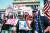 지난 5일 미국 펜실베이니아주 해리스버그시의 주 청사 앞에서 'Stop the Steal'이란 팻말을 들고 시위하는 트럼프 지지자들. [AFP=연합뉴스]