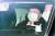 법원의 정직 징계 효력 정지 판단을 받은 윤석열 검찰총장이 25일 관용차를 타고 서울 서초동 대검찰청으로 출근하고 있다. [연합뉴스]