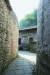 안순에 있는 둔보의 마을 골목길. 외부 침입자들의 시야를 방해하기 위해 곡선으로 만들어졌다.