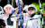 남녀 양궁대표팀 막내 김제덕(왼쪽)과 안산이 23일 열린 도쿄올림픽 양궁 랭킹라운드에서 나란히 1위에 올랐다. 두 선수는 24일 혼성전에 함께 출전한다. 이번 대회에 신설된 혼성전은 남녀 1명씩 출전해 번갈아 쏘는 방식으로 진행된다. [연합뉴스]