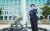 충남 논산의 캠퍼스 본관 앞에 선 정용덕 금강대 총장. 금강대는 인문사회과학 중심 대학으로 등록금이 무료다. 김성태 객원기자