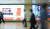 6일 서울 서초구 교대역에 법률플랫폼 로톡 광고가 설치되어 있다. 로톡은 현재 대한변호사협회 등 변호사 단체와 갈등을 빚고 있다. 양측의 입장이 팽팽한 가운데 헌법소원, 공정거래위원회 고발로 이어져 갈등은 한동안 지속될 전망이다. [뉴시스]