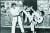 무하마드 알리에게 발차기 시범을 보이는 이준구(오른쪽) 사범. [중앙포토]