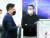 지난달 중순 경기도 평택시 LG디지털파크를 찾은 구광모 LG 회장(오른쪽). [사진 LG]