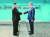 2018년 4월 27일 문재인 대통령(오른쪽)과 김정은 북한 국무위원장이 판문점 군사분계선을 사이에 두고 악수하고 있다. 남북 정상은 이날 정상회담을 한 뒤 판문점 공동선언을 발표했다. [중앙포토]