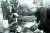 2008년 11월 17일, 60년 만에 고향 항저우로 돌아온 스튜어트의 골회(骨灰) 안장식에서 헌화하는 옌칭대학 졸업생. [사진 김명호]