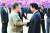 노무현 전 대통령이 2007년 10월 2일 평양 4·25 문화회관 광장에서 열린 공식 환영식에서 김정일 북한 국방위원장과 악수하고 있다. [중앙포토]